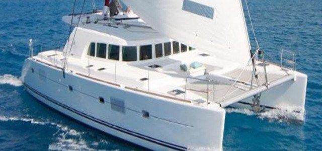 SANTORINI RENT A CATAMARAN 500 Hippie Fleet